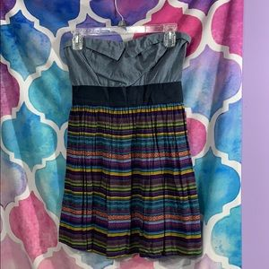 Strapless dress with pockets. Vibrant colored mini